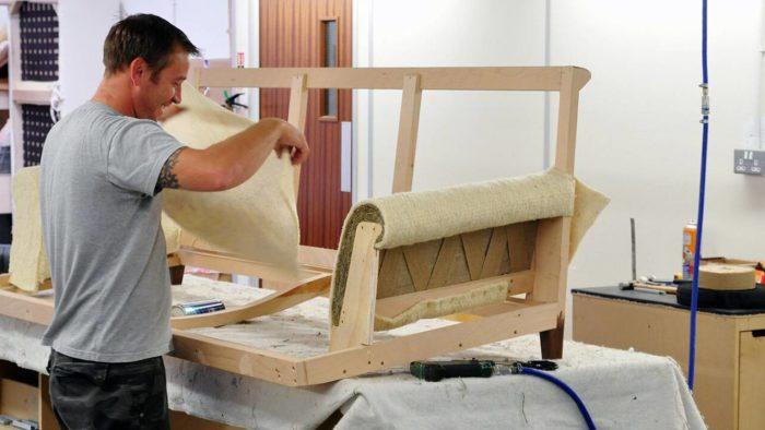Перетяжка мебели в Казани